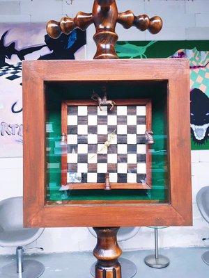 Kunstwerk gemaakt door Felix getiteld De schaakklok