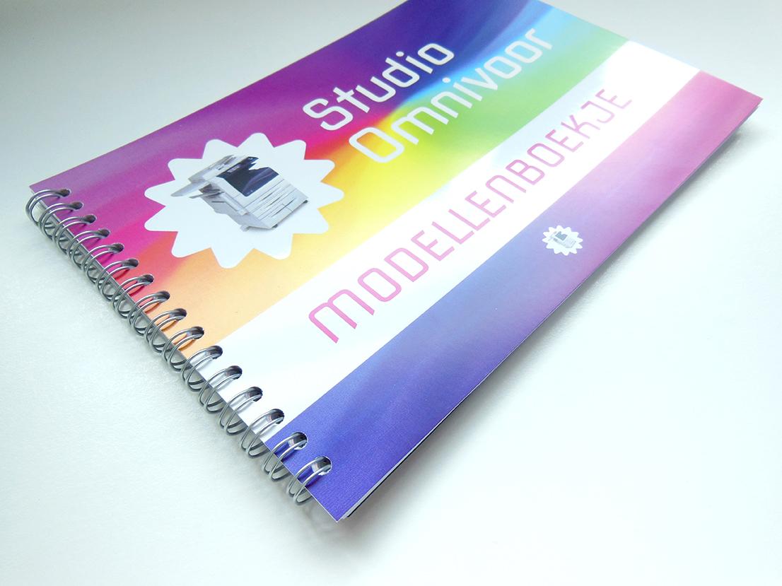 Kunstwerk gemaakt door Studio getiteld Modellenboekje